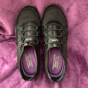 Skechers relaxed fit shoes 7.5